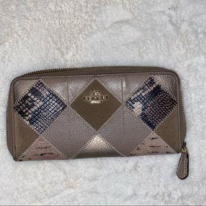 Coach leather tan pattern wallet
